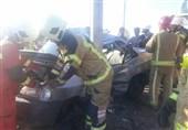 تصادف مرگبار پراید با تیر چراغ برق در اتوبان تهران ـ قم + تصاویر