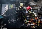 فیلم/ جدال آتشنشانان با آتش در انبار لوازم لوکس خودرو