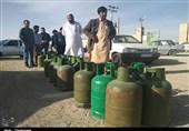 گزارش| قیمت کپسول گاز در نیکشهر فضایی شد / بلاتکلیفی مردم در صفهای طولانی دریافت کپسول+ تصاویر