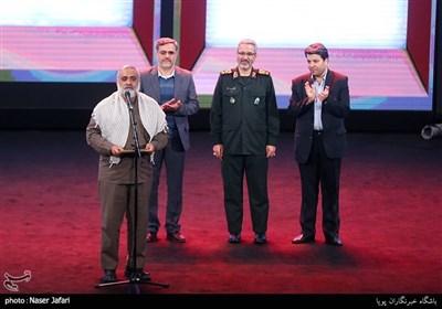 تقدیر از سردار نقدی در اختتامیه پانزدهمین جشنواره بین المللی فیلم مقاومت
