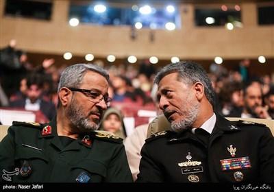 امیر دریادار سیاری و سردار غیب پرور در اختتامیه پانزدهمین جشنواره بین المللی فیلم مقاومت