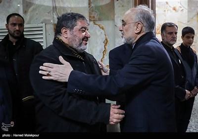 علیاکبر صالحی رئیس سازمان انرژی اتمی در مراسم ختم والده سردار غلامرضا جلالی
