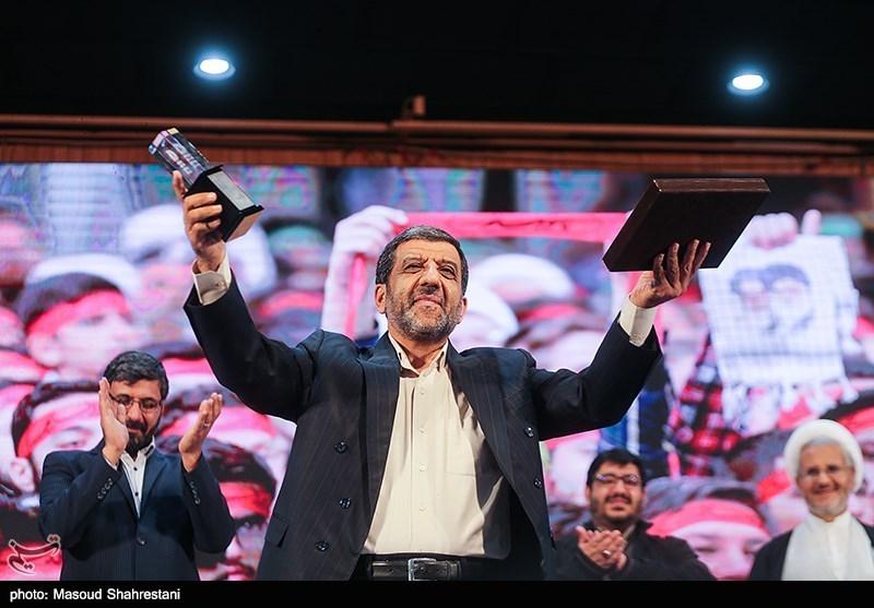 تقدیر از عزتالله ضرغامی عضو شورای عالی فضای مجازی در اولین گردهمایی فعالان فضای مجازی بسیج