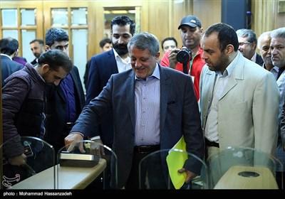ورود محسن هاشمی به جلسه علنی شورای شهر تهران