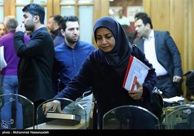 ورود الهام فخاری به جلسه علنی شورای شهر تهران