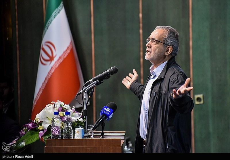 پزشکیان در پاسخ به شعارهای دانشجویان تالار وحدت دانشگاه تبریز را ترک کرد