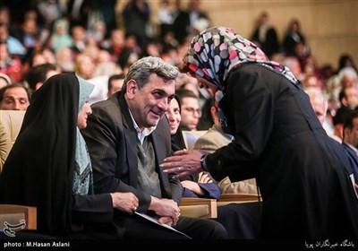 پیروز حناچی شهردار تهران در مراسم ازدواج 110 زوج معلول