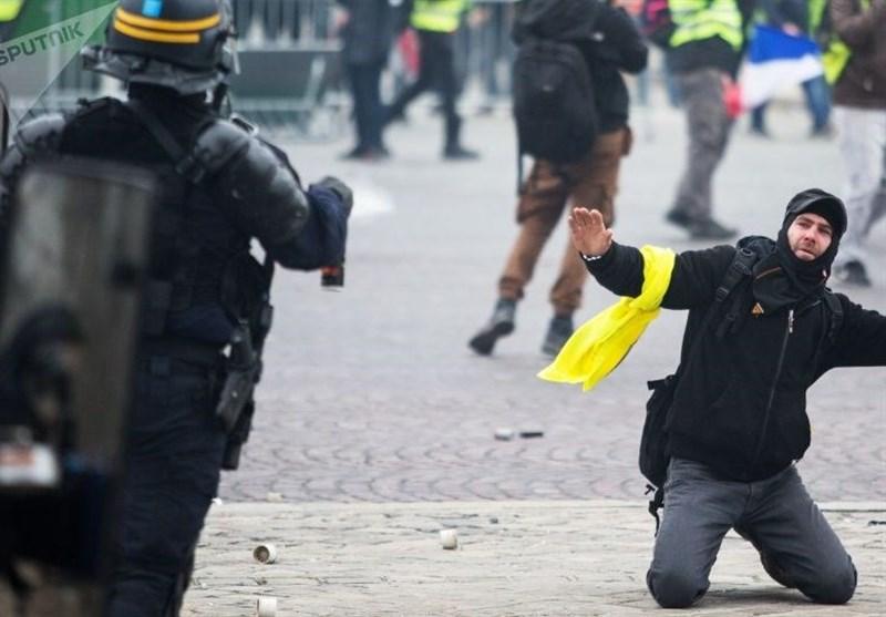 میلیاردها یورو ضرر مالی، نتیجه در افتادن ماکرون با جلیقه زردها