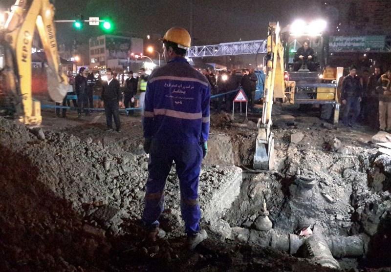 """""""ترکیدن لوله آب"""" ترافیک معابر منتهی به میدان توحید را سنگین کرد"""