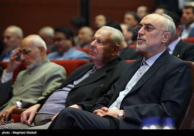 علی اکبر صالحی رئیس سازمان انرژی اتمی در دوازدهمین مجمع عمومی حزب مؤتلفه اسلامی