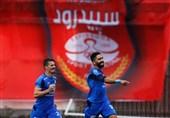 """""""استقلال تهران"""" در برابر """"سپیدرود رشت"""" در نیمه نخست به برتری رسید"""