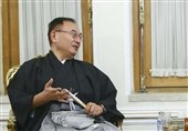 Japan's Envoy to Tehran Performs Magic Trick before Speech at Ceremony (+Video)