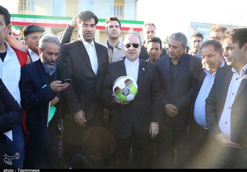 زمین فوتبال و استخر رفسنجان با حضور وزیر ورزش افتتاح شد