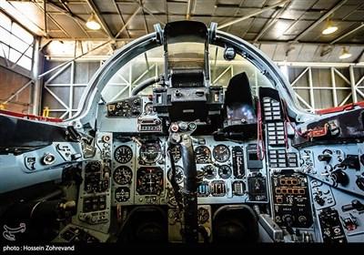 کابین جنگنده میگ 29 ، تمام وسایل لازم برای هدایت هواپیما در این کابین طوری تعبیه شده است که در دسترس خلبان باشد. برای مثال در کابین این جنگنده، دو سایت تعبیه شده که اطلاعات پرواز را برای خلبان نمایش میدهد