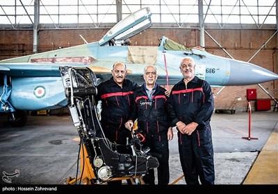 سه تن از متخصصان فنی بازنشته ارتش که بنا به تخصصشان دوباره دعوت به خدمت شده اند