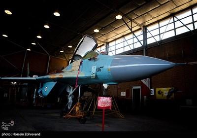 جنگنده میگ- 29 یک هواپیمای شکاری رهگیر ساخت اتحاد جماهیر شوروی سابق است که اولین نمونه آن در اوایل دهه 80 میلادی در نیروی هوایی شوروی برای مقابله با جنگندههای اف-15 و اف-16 آمریکایی بکارگرفته شد. این جنگنده هرچند از برد و مداومت پروازی بالایی برخوردار نبود اما، به دلیل طراحی آیرودینامیک وموتورهای قدرتمند، از چالاکی و قدرت مانور بالایی در نبردهای هوایی برخوردار است.