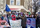 فعال مدنی تاجیک: اگر نیاز باشد هفتهها مقابل مقر سازمان ملل تجمع میکنیم