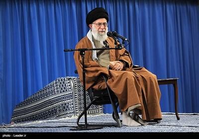 قائد الثورة الإسلامیة خلال استقباله عددا من اسر الشهداء: لیحتفظ الشعب الایرانی بصحوته