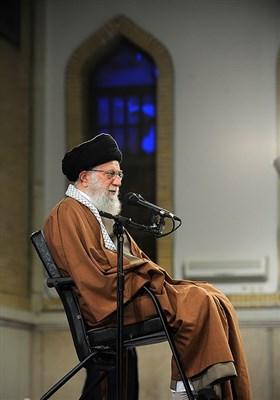 قائد الثورة الإسلامیة یستقبل عددا من عوائل الشهداء