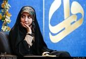 شعرخوانی فضهسادات حسینی در محفل شعر «قرار» + فیلم