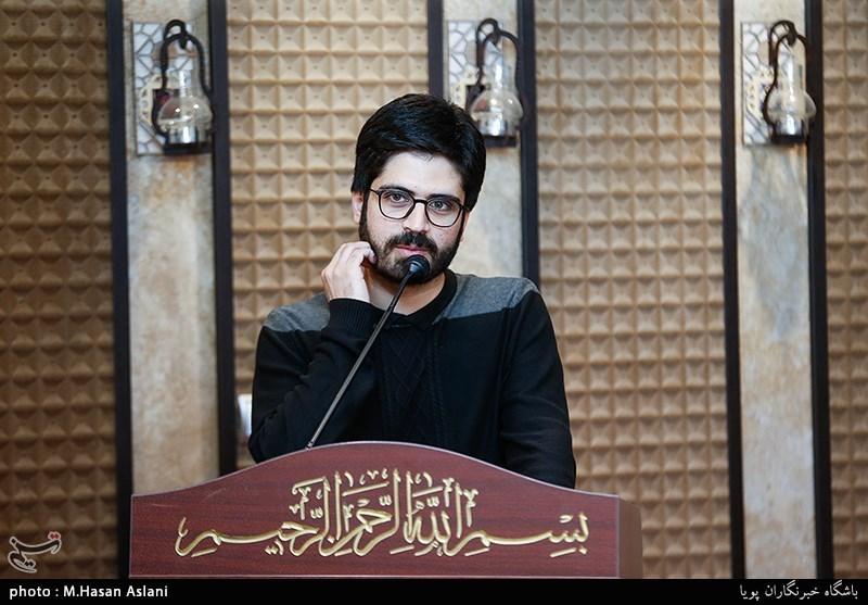 شعرخوانی عاشقانه محمد رسولی در محفل شعر «قرار» + فیلم