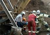 نجات کارگر حبس شده زیر آوار در زعفرانیه + تصاویر