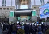 تجمع ساکنان خیابان انقلاب مقابل وزارت راه؛ طرح توسعه دانشگاه تهران را باطل کنید