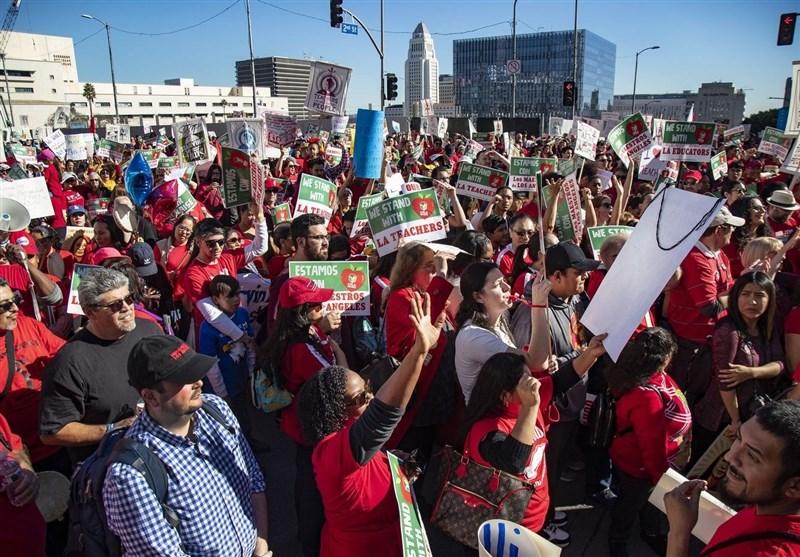 Thousands of US Teachers March through LA Demanding Pay Raise ahead of Possible Strike (+Video)