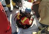 نجات کارگر از انتهای چاه 25 متری + تصاویر