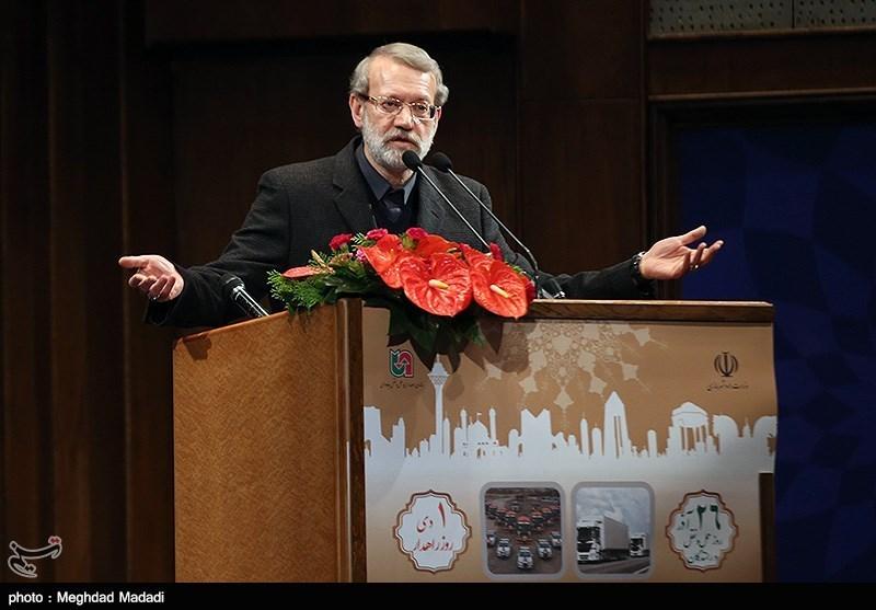 لاریجانی در بندرلنگه: دشمن تصور نکند با حرفهای پنهانی و جلسات مختلف دل ایرانیها خالی میشود/در راه غلط برخی همسایگان مشارکت نمیکنیم