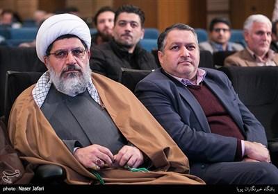 علیرضا تابش و حجتالاسلام والمسلمین علی شیرازی در آیین رونمایی از مستند پرتره مرتضی سرهنگی