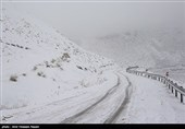 بارش برف و کولاک شدید راه ارتباطی 15 روستای مراغه را مسدود کرد