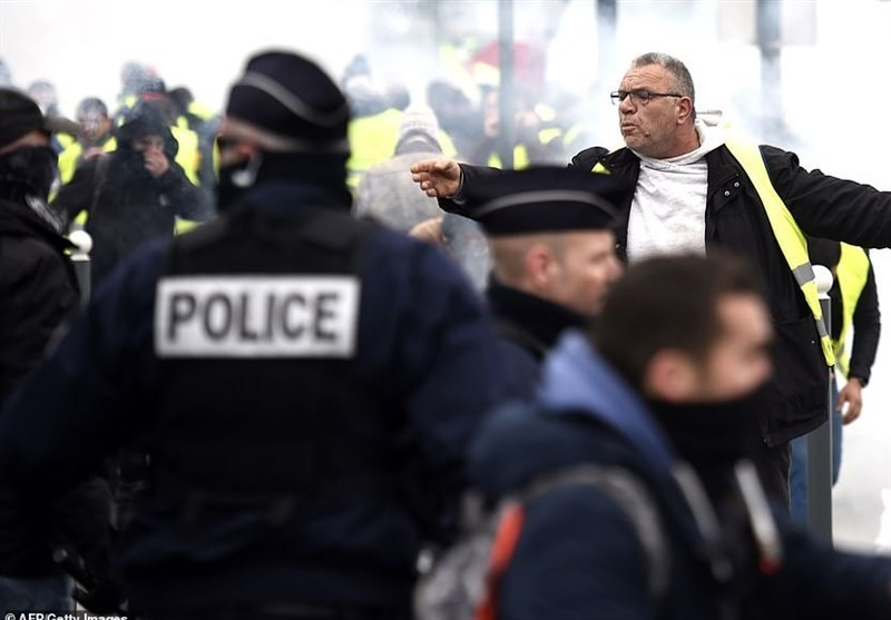French Yellow Vest Protesters Hit Streets Again (+Video)