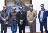"""حسین علیزاده در بازدید از نمایشگاه """"الحق مع علی"""": رنگ ها در سکوتی باشکوه فریاد میزنند"""