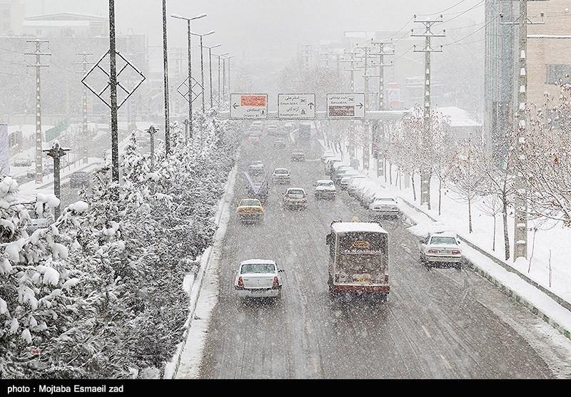 برف در جادههای آذربایجان غربی/ باران در کردستان، اصفهان و کهگیلویه و بویراحمد