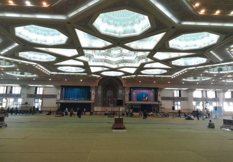 حذف نردههای جداکننده مردم و مسئولان در نماز جمعه تهران + عکس