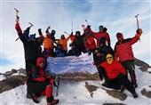 صعود کوهنوردان منتخب ارتش به قله 3580 متری یخچال در همدان