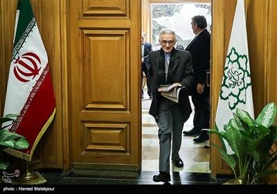 غلامحسین دلجو در پایان نشست مشترک شهرداران تهران در دوره انقلاب