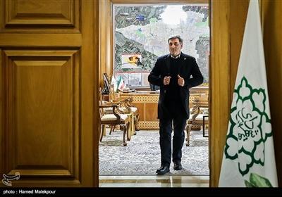 پیروز حناچی در پایان نشست مشترک شهرداران تهران در دوره انقلاب