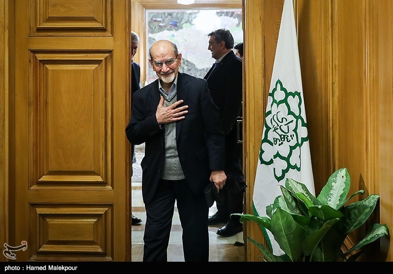 محمد توسلی در پایان نشست مشترک شهرداران تهران در دوره انقلاب