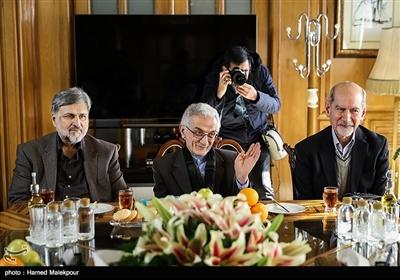 محمد توسلی، غلامحسین دلجو و سیدمرتضی طباطبایی در نشست مشترک شهرداران تهران در دوره انقلاب