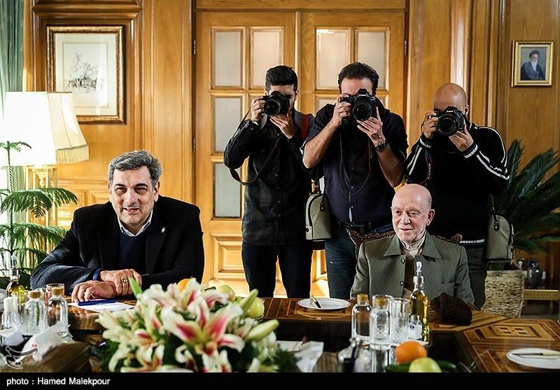 محمدنبی حبیبی و پیروز حناچی در نشست مشترک شهرداران تهران در دوره انقلاب