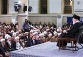 الامام الخامنئی: لاینبغی الاکتراث بالتهدیدات الامریکیة فلا قیمة لأقوالهم وتوقیعهم