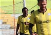 حضور مهاجم کامرونی در تمرینات تیم فوتبال پارس جنوبی جم