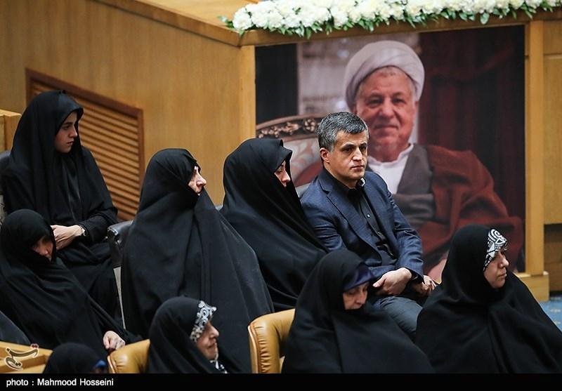 حاشیهنگاری خبرنگار تسنیم از مراسم بزرگداشت مرحوم هاشمی رفسنجانی