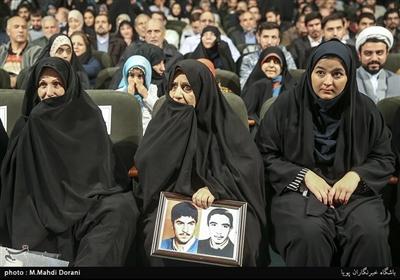 خانواده معظم شهدا در اختتامیه نهمین جشنواره مردمی فیلم عمار