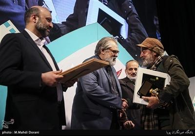 تقدیر از سیروس مقدم در اختتامیه نهمین جشنواره مردمی فیلم عمار