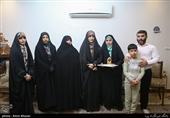 تجلیل همسران شهدای مدافع حرم از همسر یک جانباز