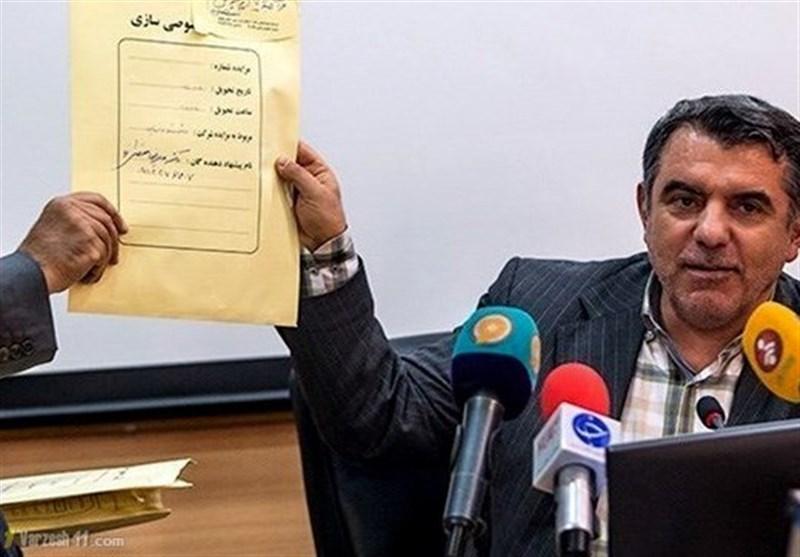 وزیر اقتصاد: پوری حسینی استعفا نداده است