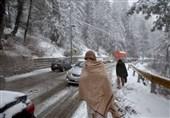 وادی کیلاش میں برفانی تودا آبادی پرگرگیا 12 افراد دب گئے